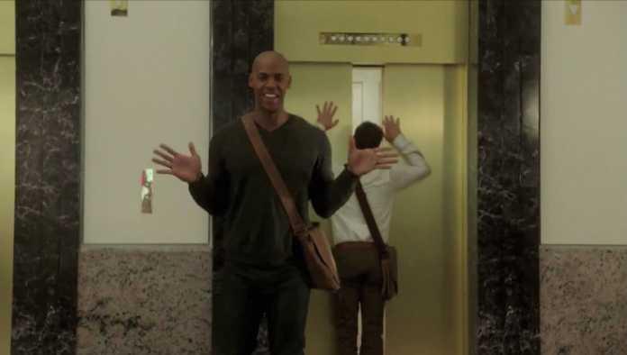 Supergirl: Veja o vídeo com erros de gravação da primeira temporada 1