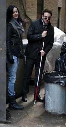 Os Defensores: Imagens revelam encontro entre Demolidor e Jessica Jones 5