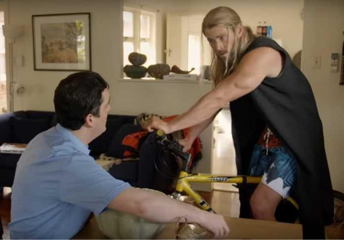 """Thor anda de bicicleta no segundo vídeo das """"férias"""" do herói 1"""