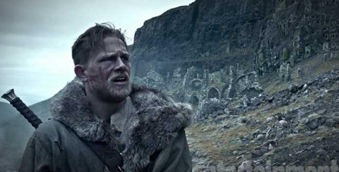 Novo trailer de 'Rei Arthur: A Lenda da Espada' destaca Jude Law e Charlie Hunnam 1