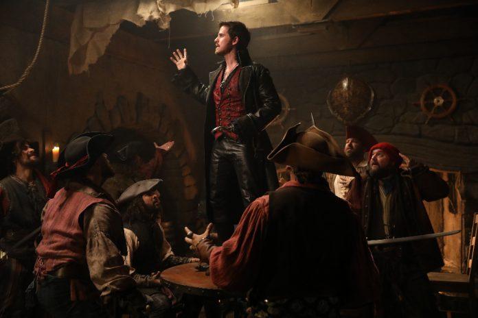Cena do episódio musical de 'Once Upon a Time' mostra a performance de Hook 1