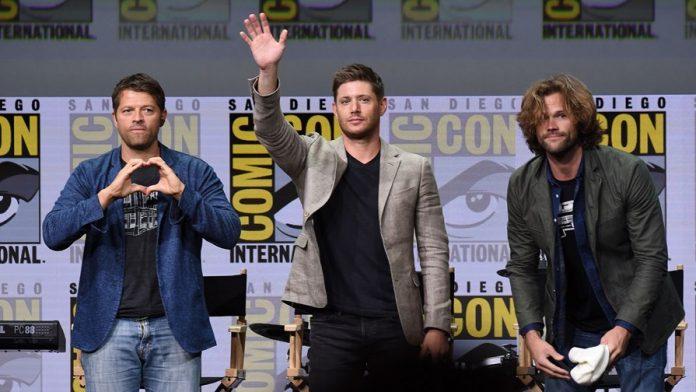 """SDCC 2017: """"Um personagem antigo pode voltar nessa temporada"""" diz produtor de Supernatural em painel 2"""