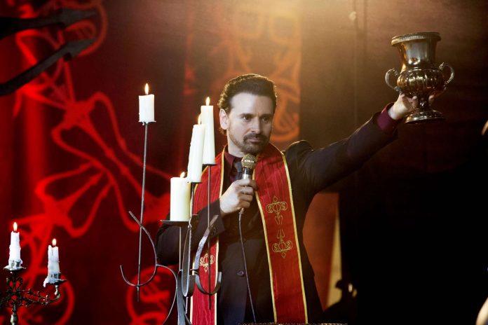 Com popularidade em baixa, Diabo vira notícia de TV em 'A Comédia Divina' 1