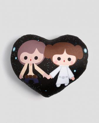 Almofada Han Solo e Princesa Leia Largura 30cm Comprimento 32 cm R$ 39,90