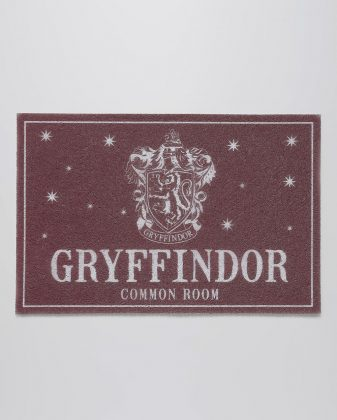 Tapete Capacho Gryffindor Harry Potter 0,40 x 0,60 m R$ 69,90