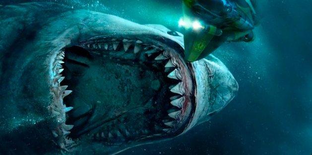 Jason Statham luta contra tubarões no primeiro trailer de 'Megatubarão' 1