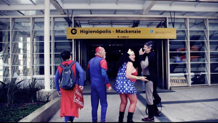 Paródia sobre super-heróis reestreia no Teatro COMMUNE 1