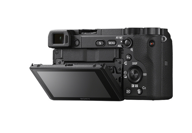 Sony lança α6400 com autofoco mais rápido do mundo e gravação de vídeos em 4K 2