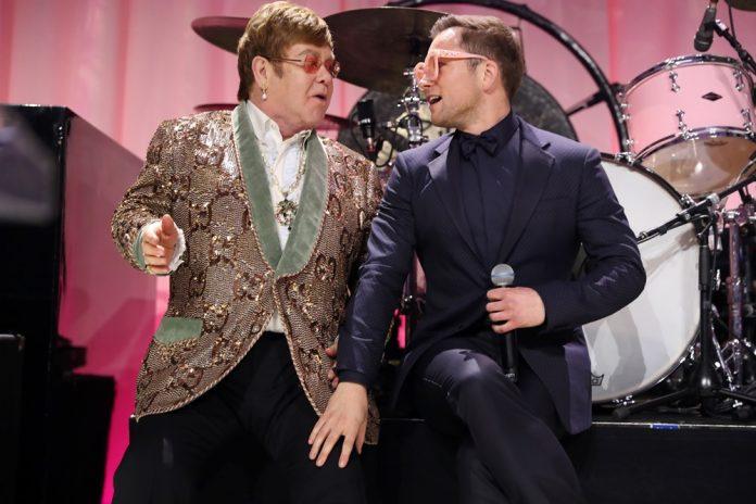 Elton John e Taron Egerton cantam 'Tiny Dancer' em festa pós-Oscar 1