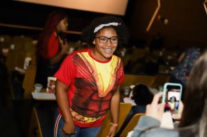 Warner leva crianças de casa de acolhimento para assistirem pré de Shazam! 1