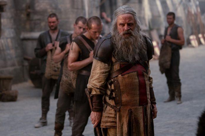 Mark Hamill estreia no HISTORY como o mestre dos Cavaleiros Templários, na segunda temporada de Knightfall 1