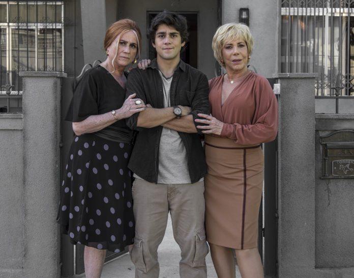 Vera Holtz, Daniel Rangel e Arlete Salles em cena de Eu, a Vó e a Boi. Fonte: Divulgação