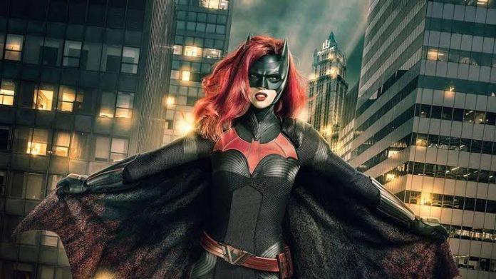Batwoman | Ruby Rose chorou ao ler roteiro de cena em que a personagem assume ser lésbica 1